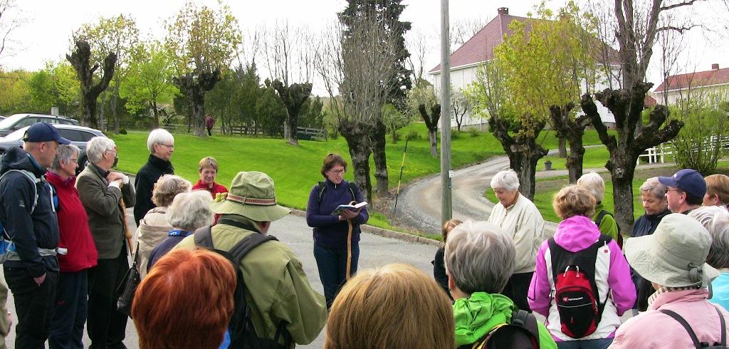 Prost Ellen Martha Blaasvær innledet vandringen med noen velvalgte bibelord